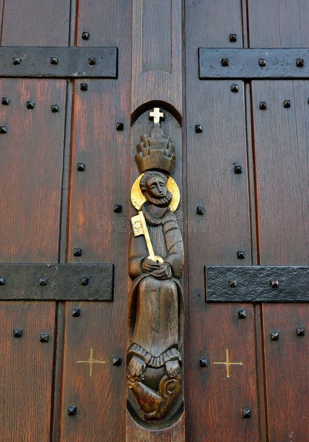 对圣徒彼得或圣皮埃尔教会的词条在莱西恩,比利时 免版税库存图片