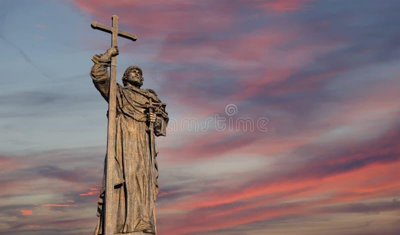 对圣洁王子弗拉基米尔一世・斯维亚托斯拉维奇的纪念碑Borovitskaya广场的在克里姆林宫附近的莫斯科,俄罗斯 库存图片