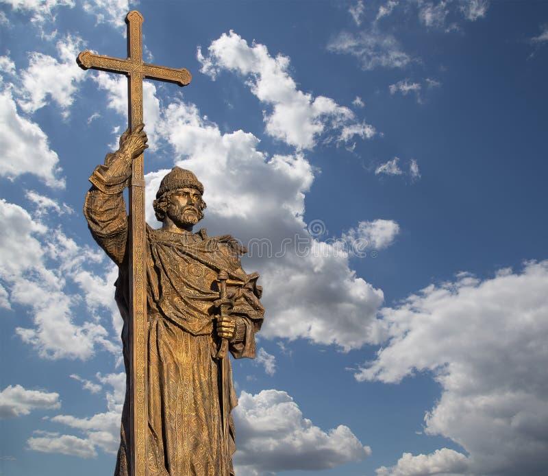 对圣洁王子弗拉基米尔一世・斯维亚托斯拉维奇的纪念碑Borovitskaya广场的在克里姆林宫附近的莫斯科,俄罗斯 图库摄影