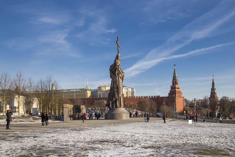 对圣洁王子弗拉基米尔一世・斯维亚托斯拉维奇的纪念碑Borovitskaya广场的在克里姆林宫附近的莫斯科,俄罗斯 免版税库存照片
