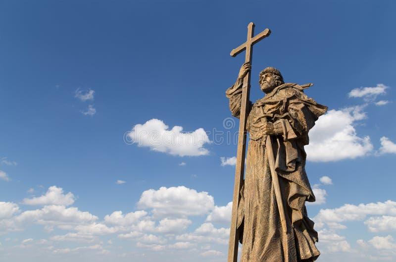 对圣洁王子弗拉基米尔一世・斯维亚托斯拉维奇的纪念碑Borovitskaya广场的在克里姆林宫附近的莫斯科,俄罗斯 库存照片
