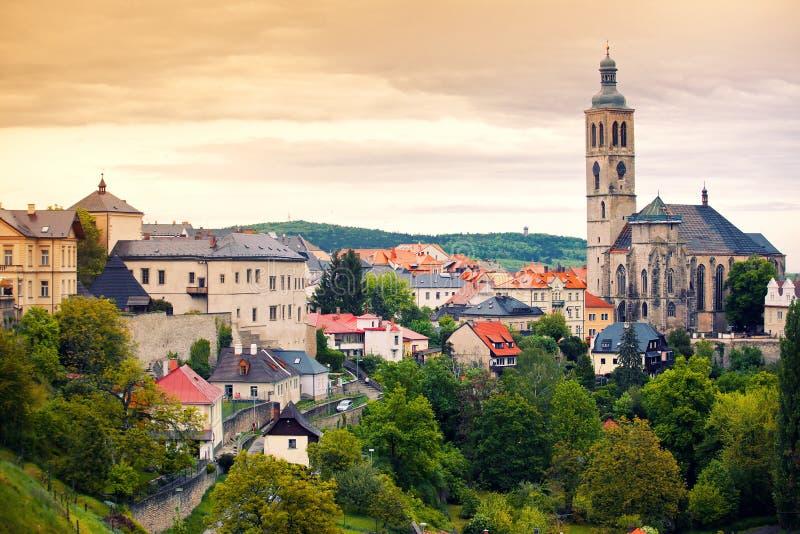 对圣詹姆斯大教堂的看法在Kutna Hora 免版税库存照片