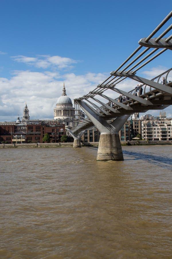 对圣Pauls的桥梁 库存图片