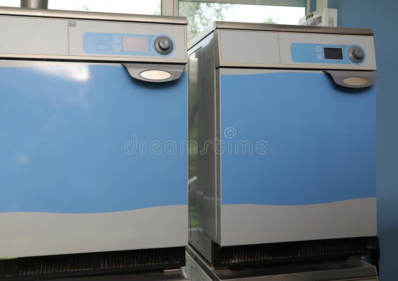 对在干洗的工业机器 库存照片