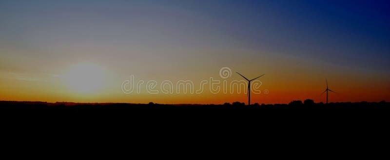 对在日落的涡轮 图库摄影