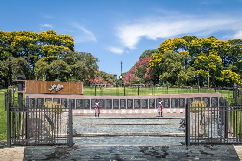 对在玛尔维娜下落的纪念碑在圣马丁将军广场在Retiro -布宜诺斯艾利斯,阿根廷 免版税库存照片
