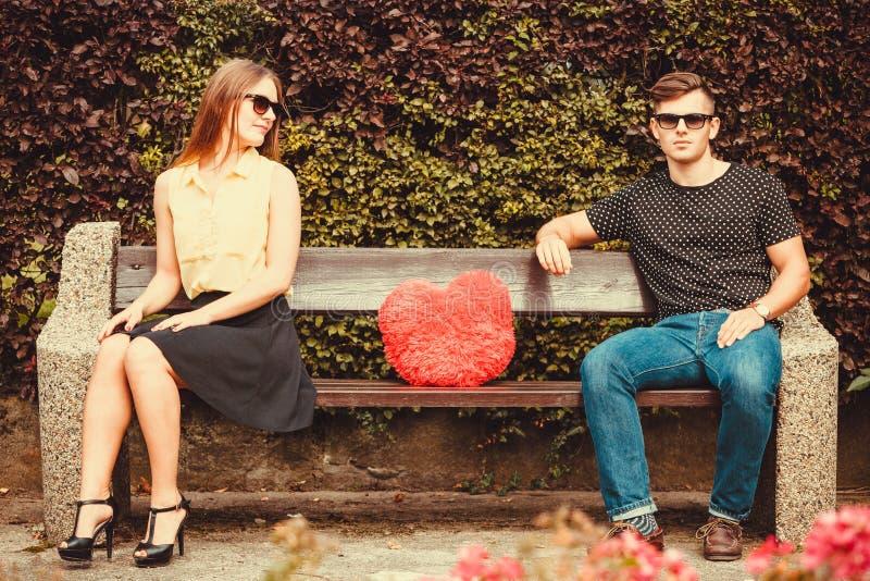 年轻对坐长凳 库存照片
