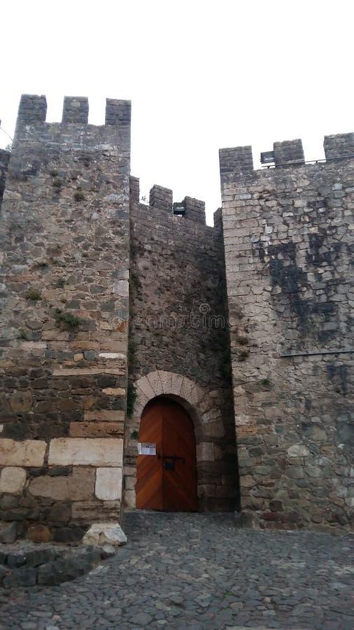 对城堡的门道入口在辛特拉停泊 免版税库存图片