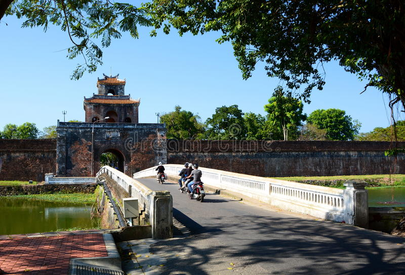 对城堡的门 Hué 越南 免版税图库摄影