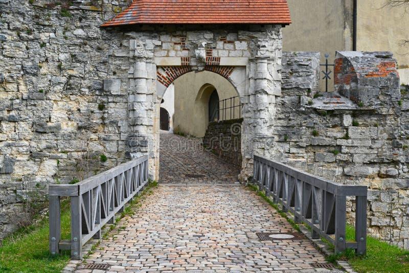 对城堡Hellenstein的入口在小山在海登海姆在德国南部 库存图片