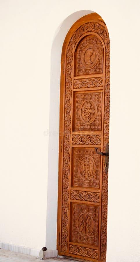 对基督徒修道院的美丽的门 免版税库存照片