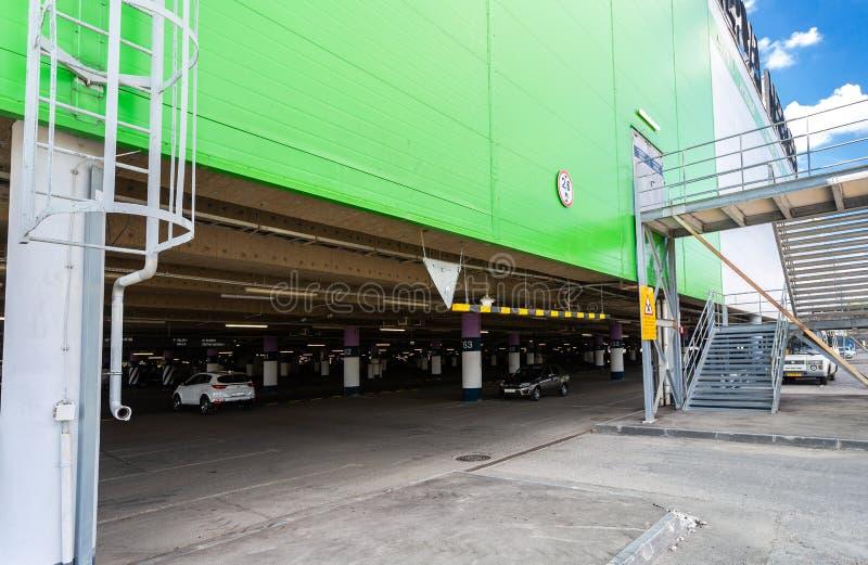 对大地下停车处的入口 免版税库存图片