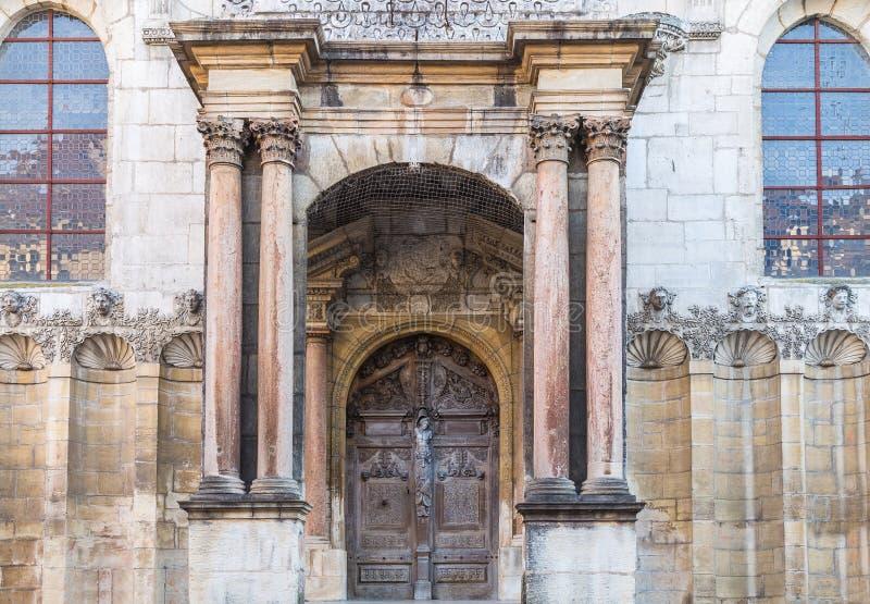 对大教堂的入口 免版税库存图片
