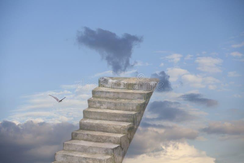 对天堂的老石台阶 免版税库存照片