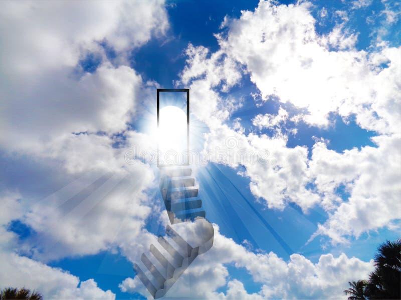对天堂蓝色生动的发光的天空的台阶 免版税库存照片