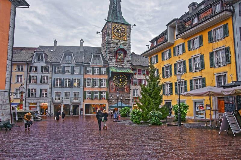 对天文学时钟的街道视图在Marktplaz在索洛图恩 库存照片