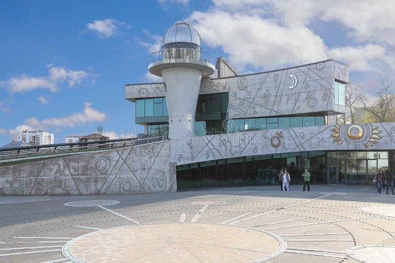 对天文馆的入口在柴科夫斯基街道上 俄罗斯,雅洛斯拉夫尔市,可以1日2019年 库存照片