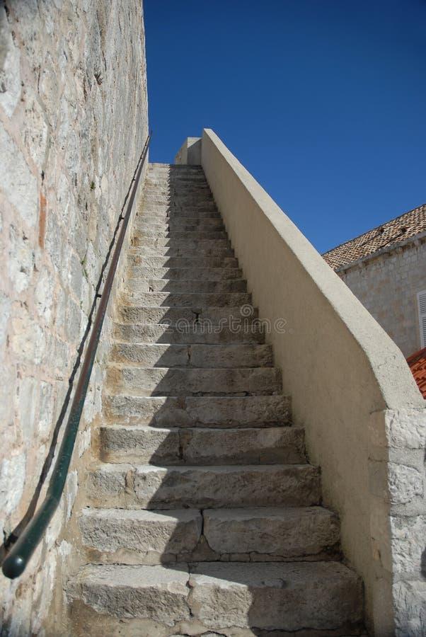 对天空的石台阶 免版税库存照片