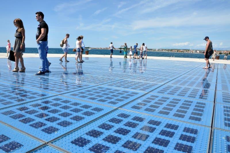 对太阳的太阳电池板雕塑的问候在扎达尔,克罗地亚 图库摄影