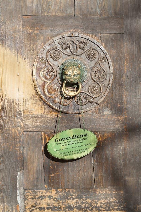 对奥格斯堡大教堂的入口  免版税库存照片