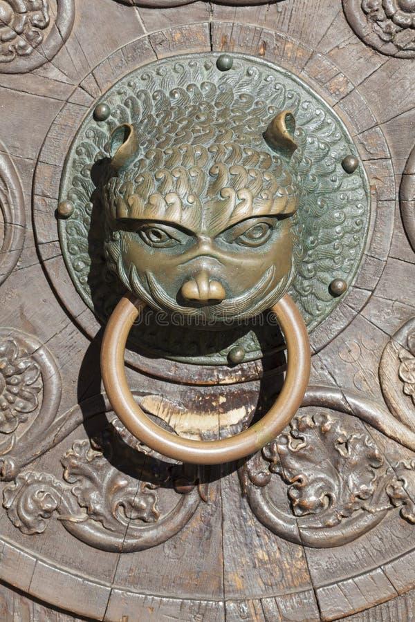 对奥格斯堡大教堂的门  库存照片