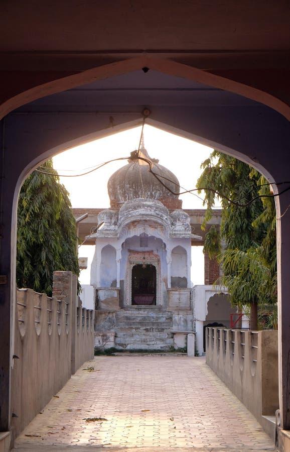 对小印度寺庙的入口在普斯赫卡尔,印度 图库摄影