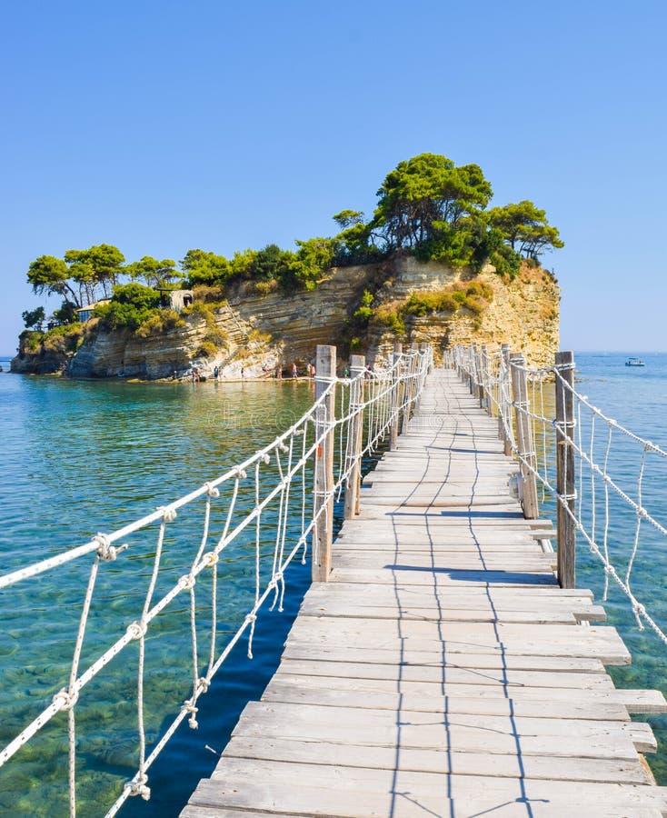 对小海岛有浮雕的贝壳的桥梁,扎金索斯州,希腊 免版税库存照片