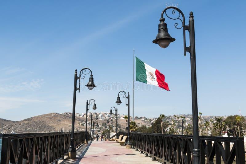对小游艇船坞的步行桥在恩森那达,墨西哥 免版税库存照片