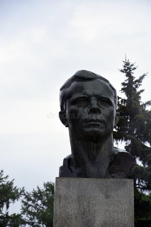 对尤里・加加林,第一位宇航员的纪念碑 库存图片