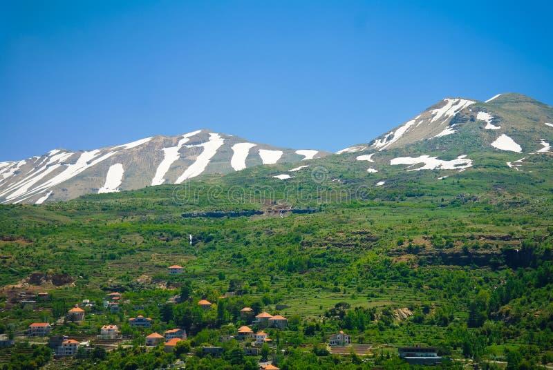 对山和Kadisha谷圣洁谷,黎巴嫩的亦称风景视图 免版税库存照片