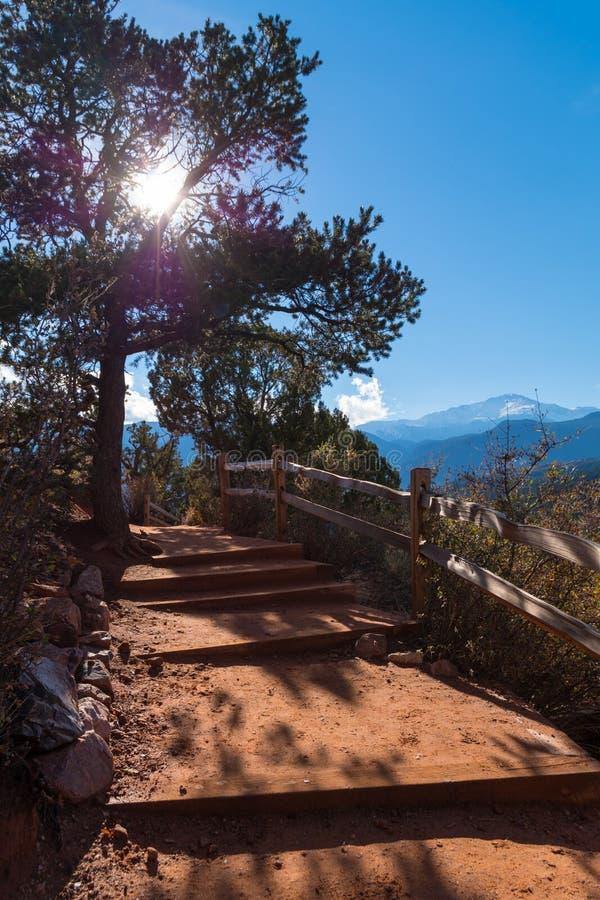 对山的楼梯 免版税库存图片