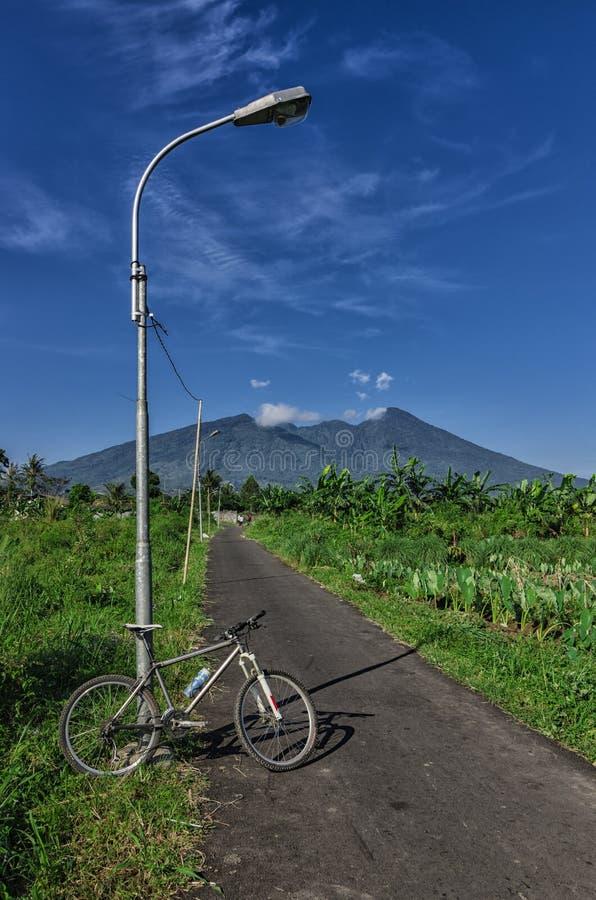对山的自行车 免版税库存图片