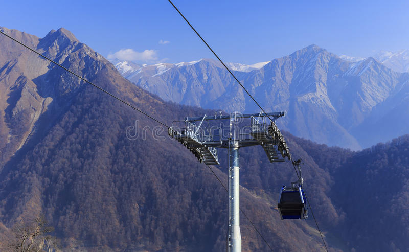 对山Tufandag的缆车 Gabala 阿塞拜疆 图库摄影