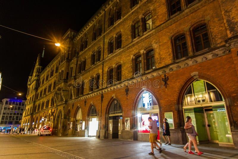 对巴伐利亚-慕尼黑的中心的夜方式 免版税库存照片