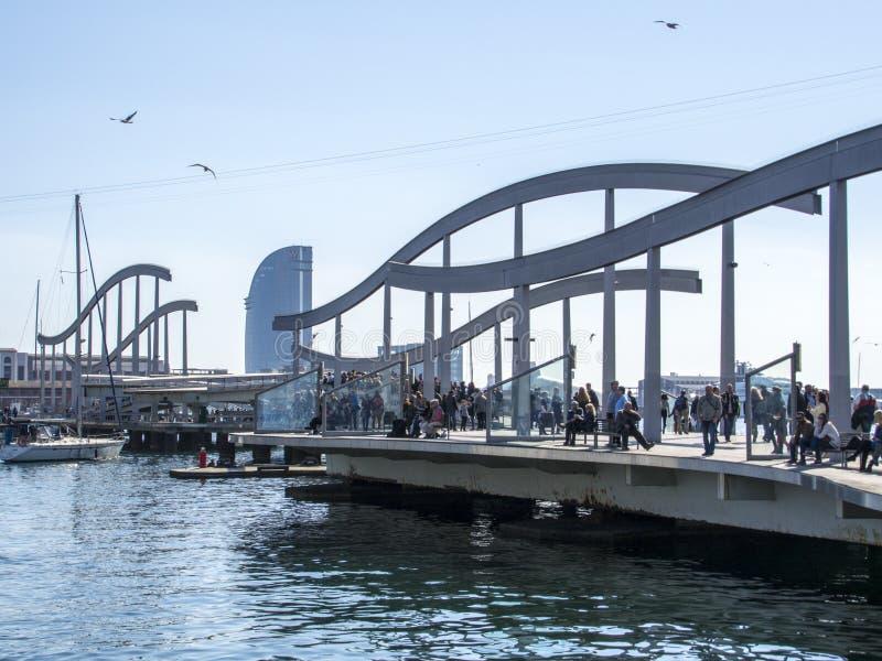 对巴塞罗那港的门户  图库摄影