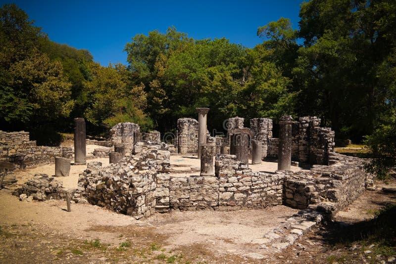 对布特林特,萨兰达,阿尔巴尼亚古镇洗礼池废墟的遗骸的全景  免版税库存照片