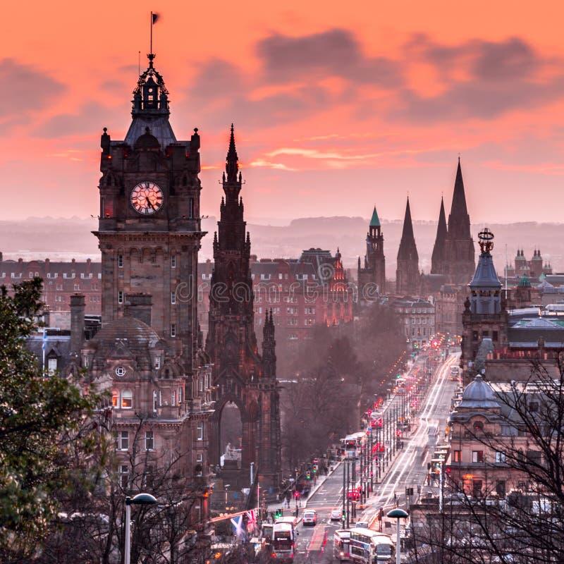 对平衡王子街的看法从Calton小山在爱丁堡,苏格兰 免版税库存图片