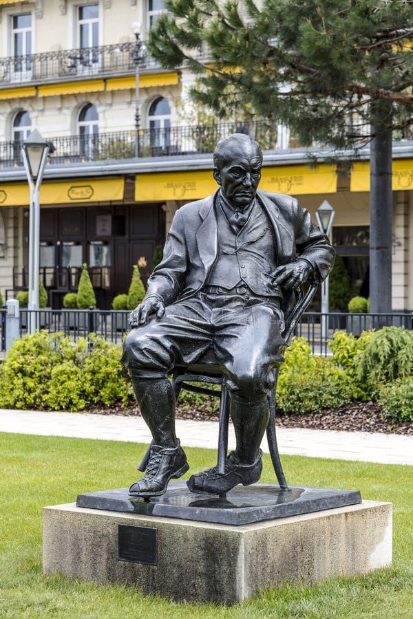 对弗拉基米尔纳博科夫的雕象在蒙特勒 库存图片