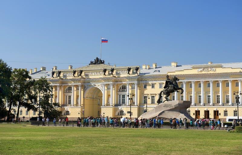 对彼得大帝和最高法院大厦,圣彼德堡的纪念碑 图库摄影