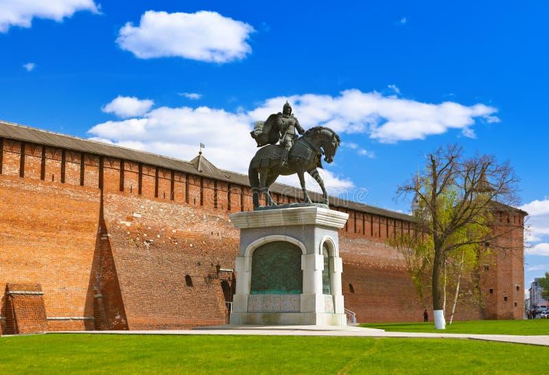 对德米特里・顿斯科伊的纪念碑在莫斯科regi的Kolomna克里姆林宫 免版税库存图片