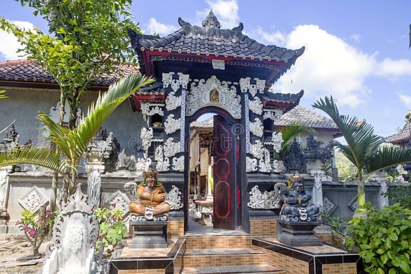 对房子的印度入口,努沙Penida巴厘岛,印度尼西亚 图库摄影