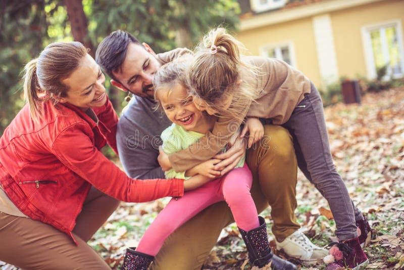 对所有家庭的小组拥抱 免版税库存图片