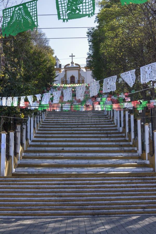 对教会的陡峭的步小山的 库存图片