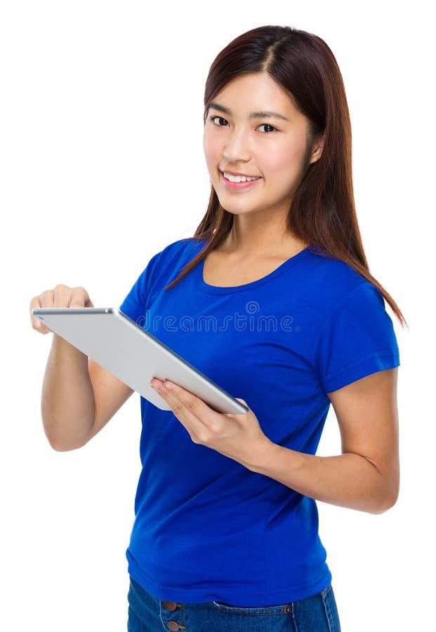 对数字式片剂的妇女用途 库存图片