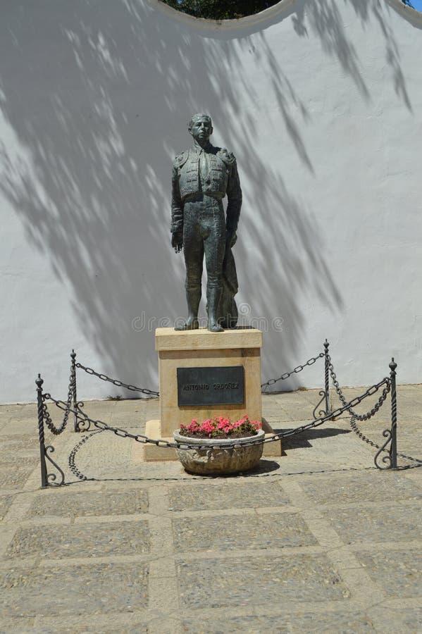 对斗牛士朗达斗牛场的安东尼奥奥多涅斯的美丽的纪念碑  免版税库存图片