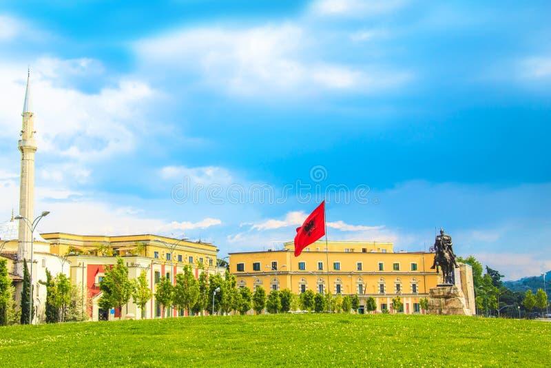 对斯甘德伯的纪念碑在斯甘德伯广场在地拉纳,阿尔巴尼亚的中心 免版税库存图片