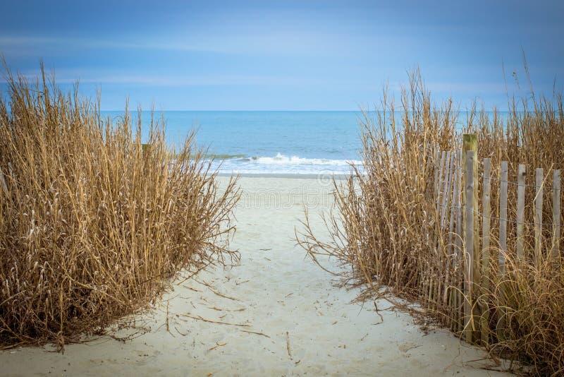 对方式的海滩 库存照片