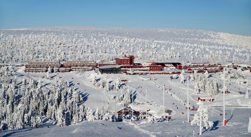 滑雪村庄旅馆 免版税库存照片