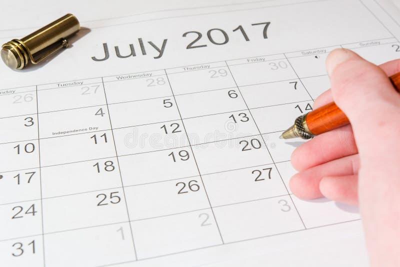 对日历7月的分析 免版税库存照片
