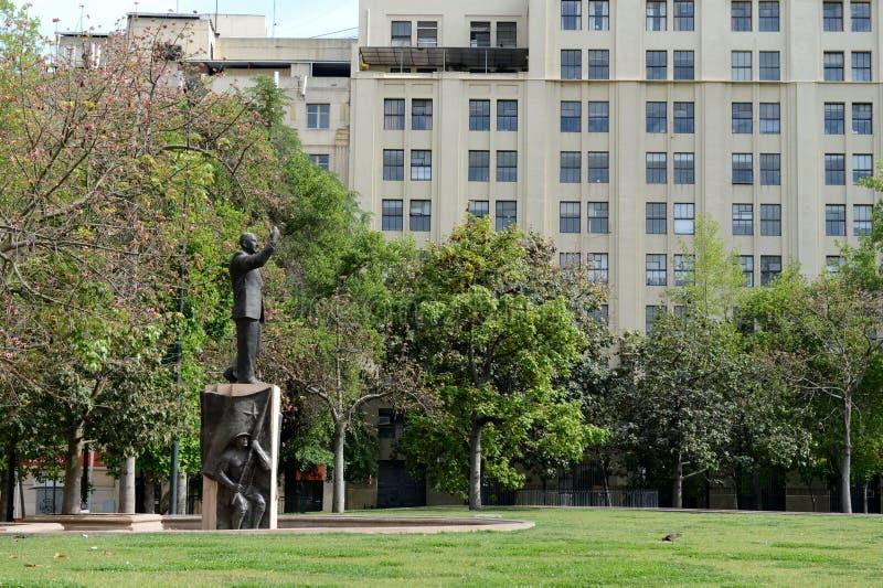 对智利总统爱德华多在莫内达宫前面的雷恩队Montalva的纪念碑 图库摄影